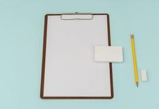 笔记板、纸、铅笔和名片在蓝色背景 库存照片