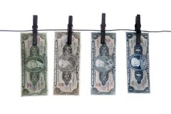 笔记,钞票,在晒衣绳的老巴西金钱 库存照片