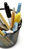笔铅笔书桌组织的持有人杯 免版税库存照片