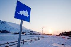 符号雪上电车斯瓦尔巴特群岛 免版税库存图片
