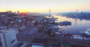 符拉迪沃斯托克市中心,金黄垫铁港口鸟瞰图  日出 俄国 股票视频