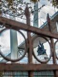 符拉迪沃斯托克缆绳被停留的桥梁  图库摄影
