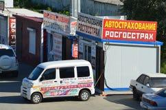 符拉迪沃斯托克,俄罗斯, 2017年9月, 03日 注册保险和检查的机动分队在Lugovaya的符拉迪沃斯托克摆正 库存图片