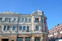 符拉迪沃斯托克,俄罗斯, 2016年12月, 25日 符拉迪沃斯托克, Svetlanskaya St, 20 在革命-西伯利亚B的大厦前 库存照片