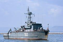 符拉迪沃斯托克,俄罗斯2015年9月02日:一艘小俄国军舰在海湾停住 库存图片
