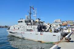 符拉迪沃斯托克, 2015年10月, 05日 反破坏活动小船U-420类型白嘴鸦 库存照片