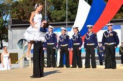 符拉迪沃斯托克, 2015年10月, 05日 太平洋舰队的歌曲和舞蹈合奏音乐会在开阔地带的在符拉迪沃斯托克 自由入口 库存照片