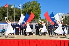符拉迪沃斯托克, 2015年10月, 05日 太平洋舰队的歌曲和舞蹈合奏音乐会在符拉迪沃斯托克的 自由入口 库存照片
