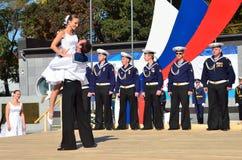 符拉迪沃斯托克, 2015年10月, 05日 太平洋舰队的歌曲和舞蹈合奏音乐会在符拉迪沃斯托克的 自由入口 图库摄影