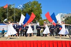 符拉迪沃斯托克, 2015年10月, 05日 太平洋舰队的歌曲和舞蹈合奏音乐会在符拉迪沃斯托克的 自由入口 库存图片