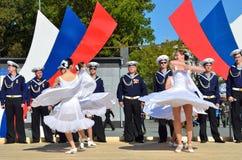 符拉迪沃斯托克, 2015年10月, 05日 太平洋舰队的歌曲和舞蹈合奏音乐会在符拉迪沃斯托克的 自由入口 免版税图库摄影