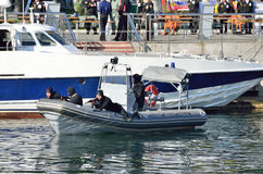 符拉迪沃斯托克, 2015年10月, 05日 解救人质的教学从被夺取的船在日本海 图库摄影