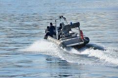 符拉迪沃斯托克, 2015年10月, 05日 解救人质的教学从被夺取的船在日本海 免版税库存照片
