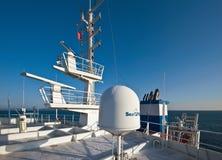 符拉迪沃斯托克 俄罗斯- 2016年11月06日:在船` s超结构安装的航海设备 图库摄影