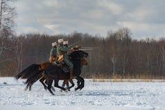 第一个世界的时期战斗的军事历史重建在Borodino领域的2016年3月13日 库存图片