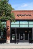第一个亚马逊书店和咖啡馆门面在芝加哥,中西部U S 免版税库存图片