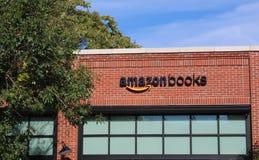 第一个亚马逊书店和咖啡馆门面在芝加哥,中西部U S 免版税库存照片