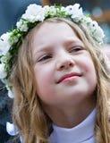 第一个圣餐微笑的女孩 库存照片