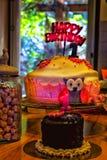 第一个年生日快乐蛋糕 库存图片