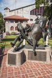 第一个Bulldogger牛仔雕象在沃斯堡,得克萨斯 库存照片