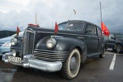 第一位苏联战后乘客行政类汽车ZIS 110 1945年-葡萄酒汽车游行的参加者  图库摄影