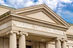 第一国家银行外部和商标字法 免版税图库摄影