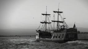 第一在木船的贸易圆的世界远征航行减速火箭的录音  股票视频