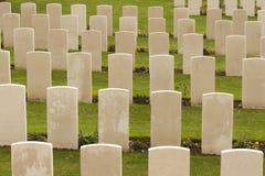 第一次世界大战公墓在比利时富兰德ypres的泰恩河轻便小床 免版税图库摄影
