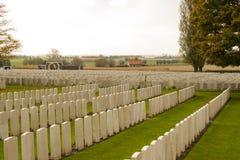 第一次世界大战公墓在比利时富兰德ypres的泰恩河轻便小床 免版税库存图片
