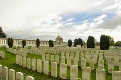 第一次世界大战公墓在比利时富兰德ypres的泰恩河轻便小床 图库摄影