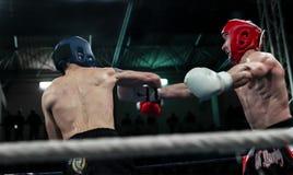 第一次圆的kickboxing的战斗 图库摄影