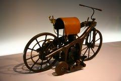 第一辆摩托车 免版税库存照片