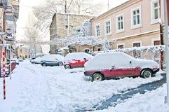 第一雪在城市 暴风雪和飞雪在圣诞前夕 宏指令 库存照片