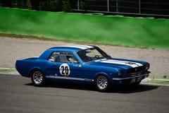 1965第一代Hardtop Ford Mustang在蒙扎 库存照片