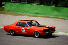 1966第一代Hardtop Ford Mustang在蒙扎 免版税库存照片