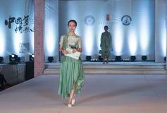 第二十一个系列春天绿色时尚展示 库存图片