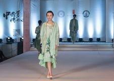 第二十一个系列春天绿色时尚展示 免版税库存图片