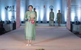 第二十一个系列春天绿色时尚展示 免版税库存照片