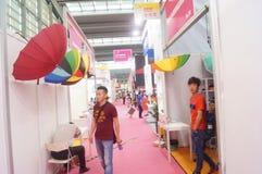第二十四种中国(深圳)国际礼物、艺术&工艺,家供应陈列 免版税图库摄影