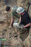 第二次世界大战的战士埋葬的挖掘  图库摄影