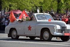 第二次世界大战的汽车在胜利天游行 免版税库存照片