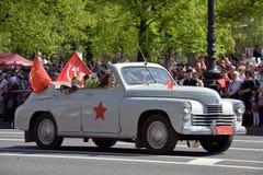 第二次世界大战的汽车在胜利天游行 图库摄影