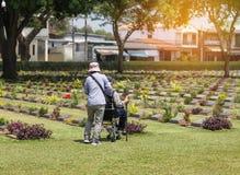 第二次世界大战的联盟的囚犯的战争公墓公开历史纪念碑在泰国 免版税库存图片