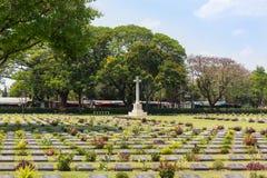 第二次世界大战的联盟的囚犯的战争公墓公开历史纪念碑看法在泰国 免版税库存照片