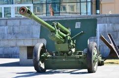 第二次世界大战的苏联的便携式武器的照片,绘在深绿colo 库存照片