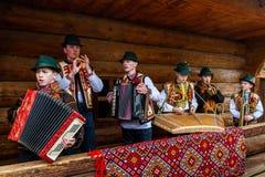 第八种族节日圣诞节在老村庄颂歌 图库摄影