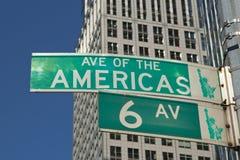 第六条大道的符号在曼哈顿(NYC,美国) 免版税库存照片