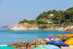 第勒尼安海海岸的人们,厄尔巴岛的Sant安德烈亚斯 免版税库存照片