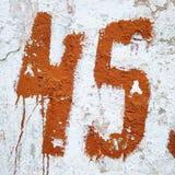 第四十五,在墙壁上的文本,45图 库存图片