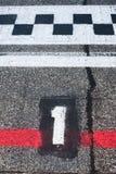第在开始轨道的赛车场的一个跑道内圈 免版税图库摄影